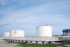 Bacino petrolifero Raffineria del gas Fotografie Stock Libere da Diritti