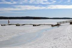 Bacino vuoto della barca e mare congelato Fotografia Stock Libera da Diritti
