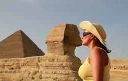 Bacio con lo Sphinx Fotografia Stock Libera da Diritti