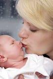 Bacio delle madri Immagine Stock Libera da Diritti
