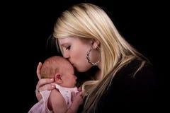 Bacio delle madri Fotografia Stock