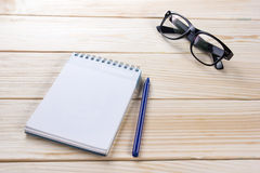 Back to school. Blank note pad, notebook with pen and glasses Royalty Free Stock Photography
