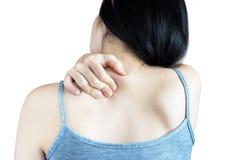 Backache или тягостное плечо в женщине изолированной на белой предпосылке Путь клиппирования на белой предпосылке стоковое фото