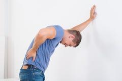 backache ma mężczyzna zdjęcia royalty free