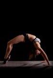 Backbend del puente de la yoga del gimnasta Fotografía de archivo libre de regalías