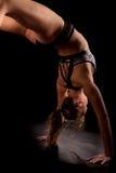 Backbend del puente de la yoga del gimnasta Imagenes de archivo