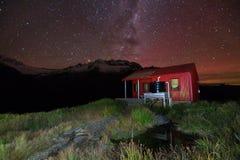 Backcountry小屋在晚上 免版税图库摄影