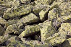 Backdgound av verkligt bergs stenar, naturmodell Royaltyfri Bild
