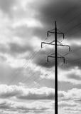 Backdr noir et blanc vertical de fond de cloudscape de ligne électrique Photo stock