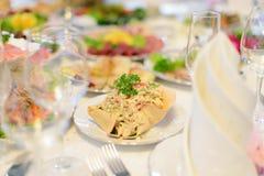 Backen mit Salat stockfotografie
