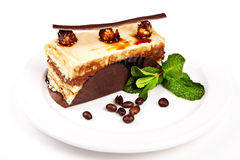Kuchen mit Haselnuss, Honig und Minze Stockbilder