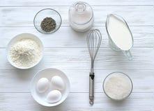 Backenbestandteile für einen Kuchen Stockbild