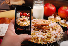 Backenweihnachtsapfelkuchen Stockfoto