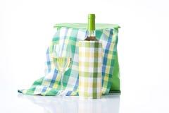 Backet de Picninc con el vino Fotos de archivo