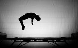Backflip del trampolino immagine stock