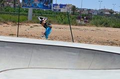 Backflip i Skatepark Fotografering för Bildbyråer