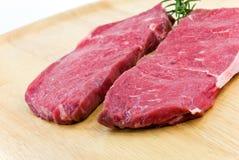 backg wołowiny mięsny surowy pieczony stek drewniany Obrazy Royalty Free