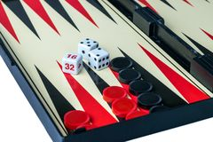 Backgammon-Brett mit Würfeln und Kontrolleure Lizenzfreies Stockbild