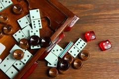 Backgammon et dominos Photographie stock libre de droits