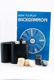 Backgammoninstructies en Spel op Witte Achtergrond Stock Afbeelding