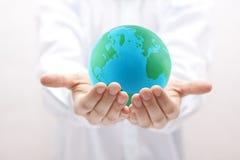 backgorund δημιουργημένα γήινα χέρια CP Στοκ εικόνα με δικαίωμα ελεύθερης χρήσης