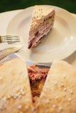 backgound蛋糕樱桃查出的范例文本白色 图库摄影