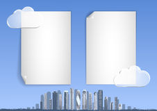 Backgound με το μπλε ουρανό, αφηρημένη πόλη, ουρανοξύστες στον ορίζοντα Στοκ εικόνα με δικαίωμα ελεύθερης χρήσης