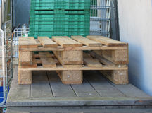backgound CEN ευρο- παλετών μερών σωρών λευκό αποθηκών εμπορευμάτων σειράς πρότυπο Στοκ Εικόνες
