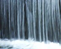 Backgound de la cascada, cierre para arriba Imagenes de archivo