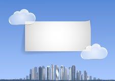 Backgound met blauwe hemel, abstracte stad, wolkenkrabbers op de horizon Stock Foto's