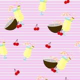 Backgound sem emenda Teste padrão com o cocktail, o coco e a cereja do colada de Pina Listras brancas e cor-de-rosa ilustração do vetor