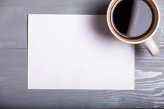 Backgr di legno di vecchi del caffè della penna dello strato della carta affari d'annata della lettera Fotografie Stock Libere da Diritti