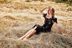 Backgr lumineux de nature de maquillage de beaux jeunes cheveux sexy de femme longs Image libre de droits