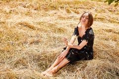 Backgr lumineux de nature de maquillage de beaux jeunes cheveux sexy de femme longs Image stock