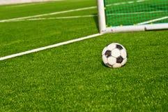 Backgraund di obiettivi di gioco del calcio della sfera di calcio Immagini Stock