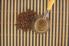 backgriund豆咖啡罐白色 图库摄影