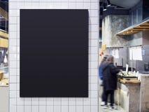 Backgro för folk för svart kafé för brädemenyrestaurang inre suddig royaltyfri fotografi