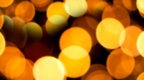 Backgrond amarillo de oro del bokeh del extracto Brillan intensamente las luces borrosas, plantilla del diseño de la decoración d fotos de archivo
