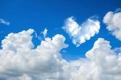backgrou de nature de ciel bleu et de nuage de coeur d'abrégé sur romantique nuage Photos libres de droits