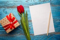 Backgrou mínimo floral da tulipa vermelha de easter do dia da mulher da mãe da mola Imagens de Stock Royalty Free