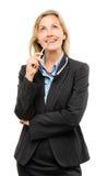 Ευτυχής ώριμη επιχειρησιακή γυναίκα που σκέφτεται απομονωμένη στο άσπρο backgroun Στοκ Φωτογραφία