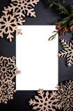 Backgroun foncé avec le cadre de carte postale encadrer photographie stock libre de droits