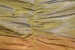 Backgroun jaune et vert de modèle de texture de papier peint de tissu en soie Photographie stock libre de droits