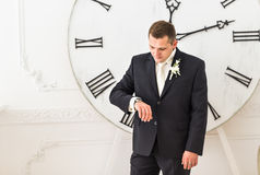 background businessman checking his isolated time watch white Στοκ εικόνα με δικαίωμα ελεύθερης χρήσης