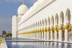 Background cityscape of white mosque in Abu Dhabi Stock Photos