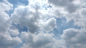 Background fluffy cloud on sky under the sun lighting Royalty Free Stock Photos