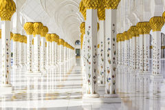 Background marble colonnade of white mosque in Abu Dhabi Stock Photography