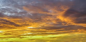 Free Background With Magic Of The Clouds And The Sky At The Dawn, Sunrise, Sunset Part 10 Royalty Free Stock Images - 123650309