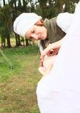 backgroungmatlagning som isoleras över den vita kvinnan Arkivbilder