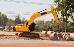 Backhoe выкапывает землю Стоковая Фотография RF